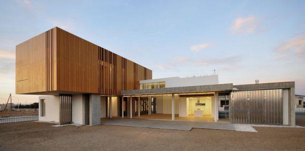 concenta-austria-house0405-simpraxisarchitects-lakatamia-cyprus-2010-parklex-facade-gold-01-2