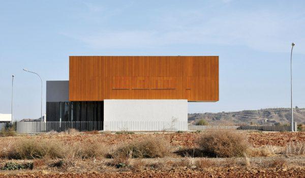 concenta-austria-house0405-simpraxisarchitects-lakatamia-cyprus-2010-parklex-facade-gold-01-3
