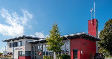 UNI-Bausysteme Fassade rot Fundermax 3
