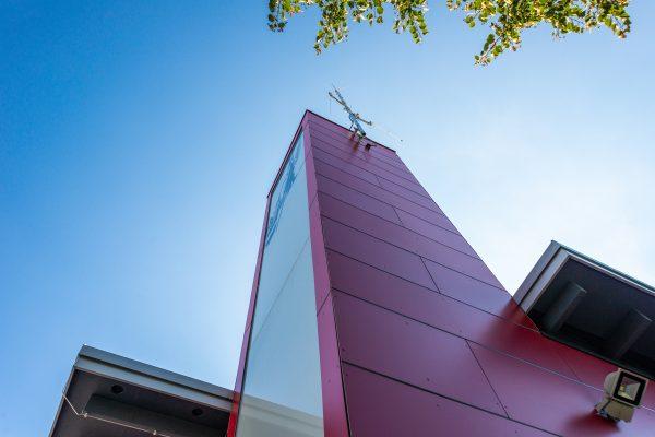 UNI-Bausysteme Fassade rot Fundermax Inet2